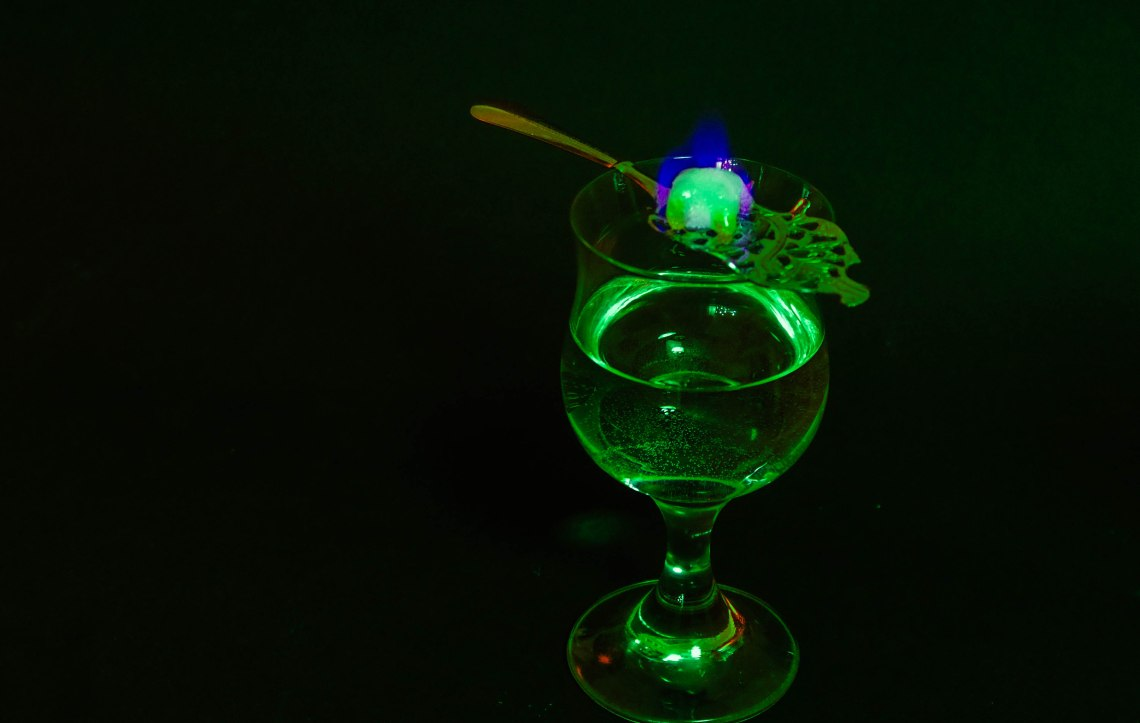 absinth-glas-grc3bcn-1